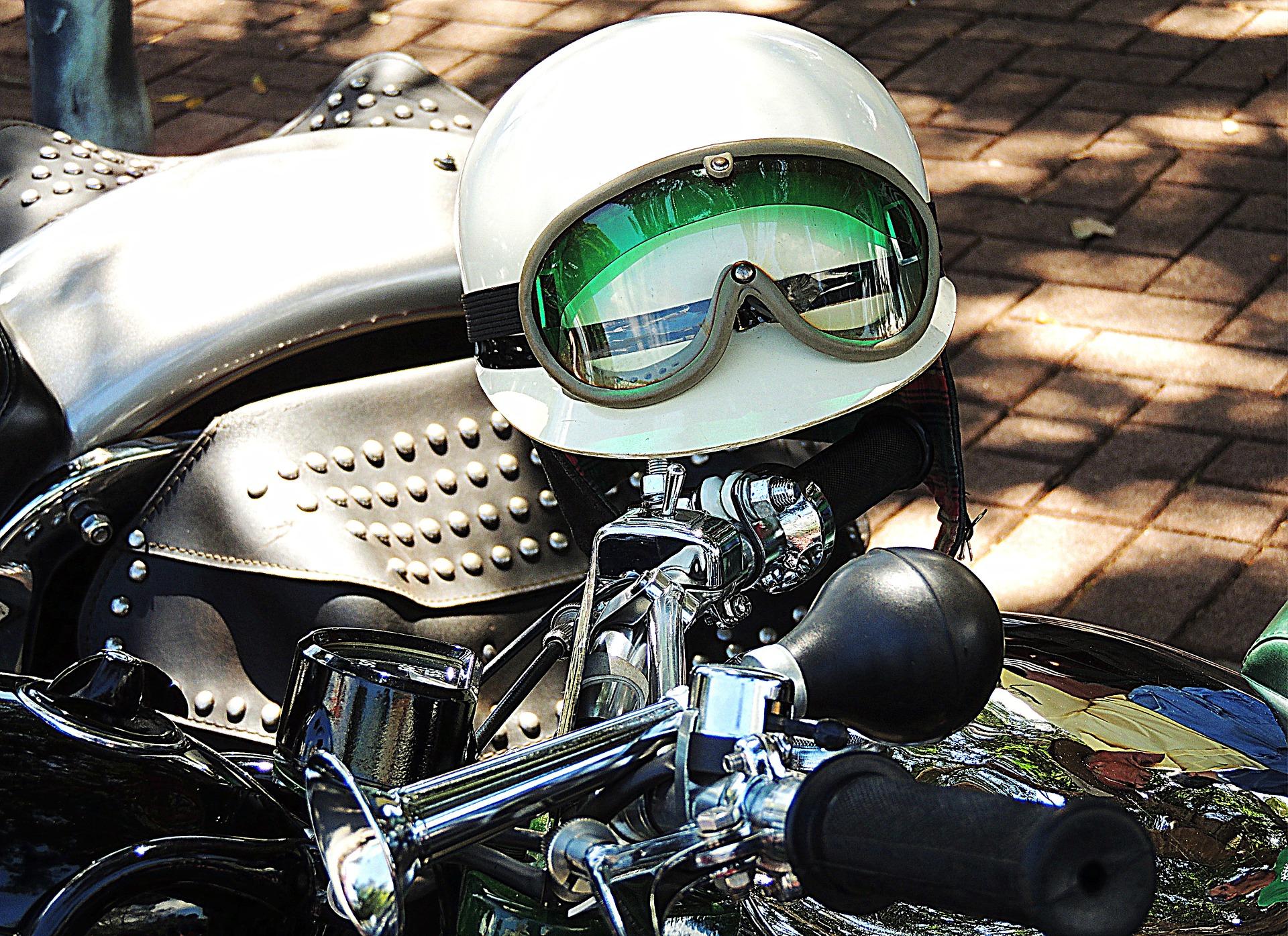 green goggles helmet