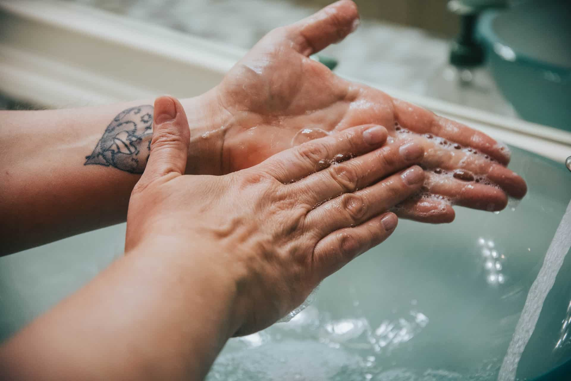 cleaning water hands